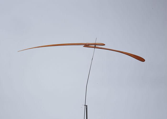 Escultura estática de madera de cedro, creada por Antoni Yranzo en el año 2011 en su estudio-taller de Barcelona