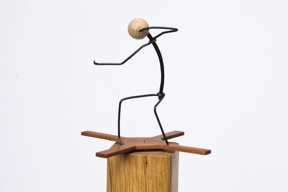 Escultura con personajes Otoko titulada –Crisis 2-, creada por Antoni Yranzo en el año 2011 en su estudio-taller de Barcelona