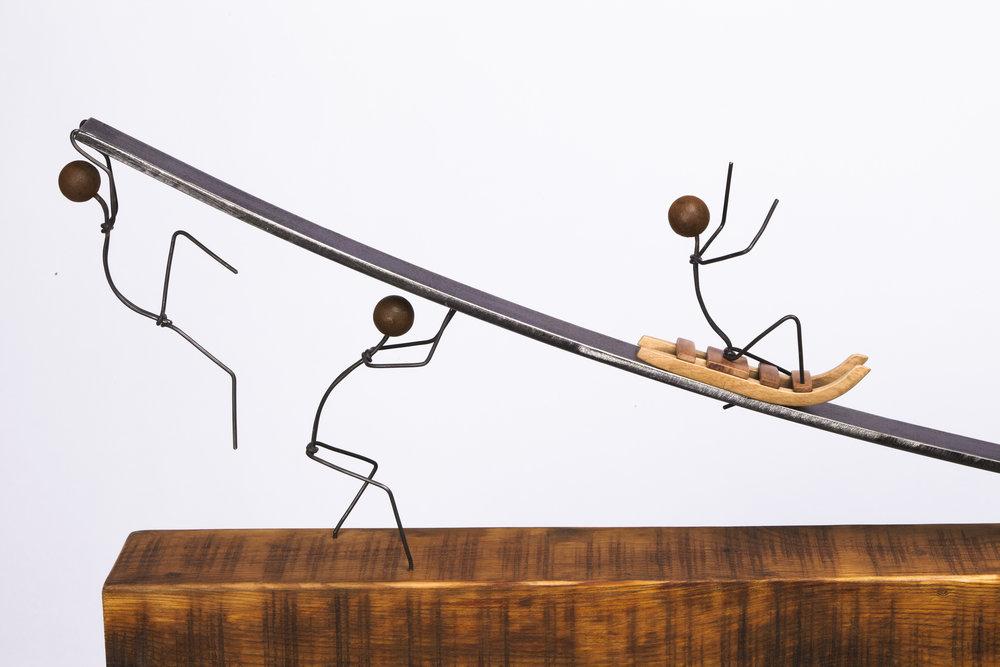 Escultura con personaje Otoko titulada –Paso a vejez-, creada por Antoni Yranzo en el año 2011 en su estudio-taller de Barcelona