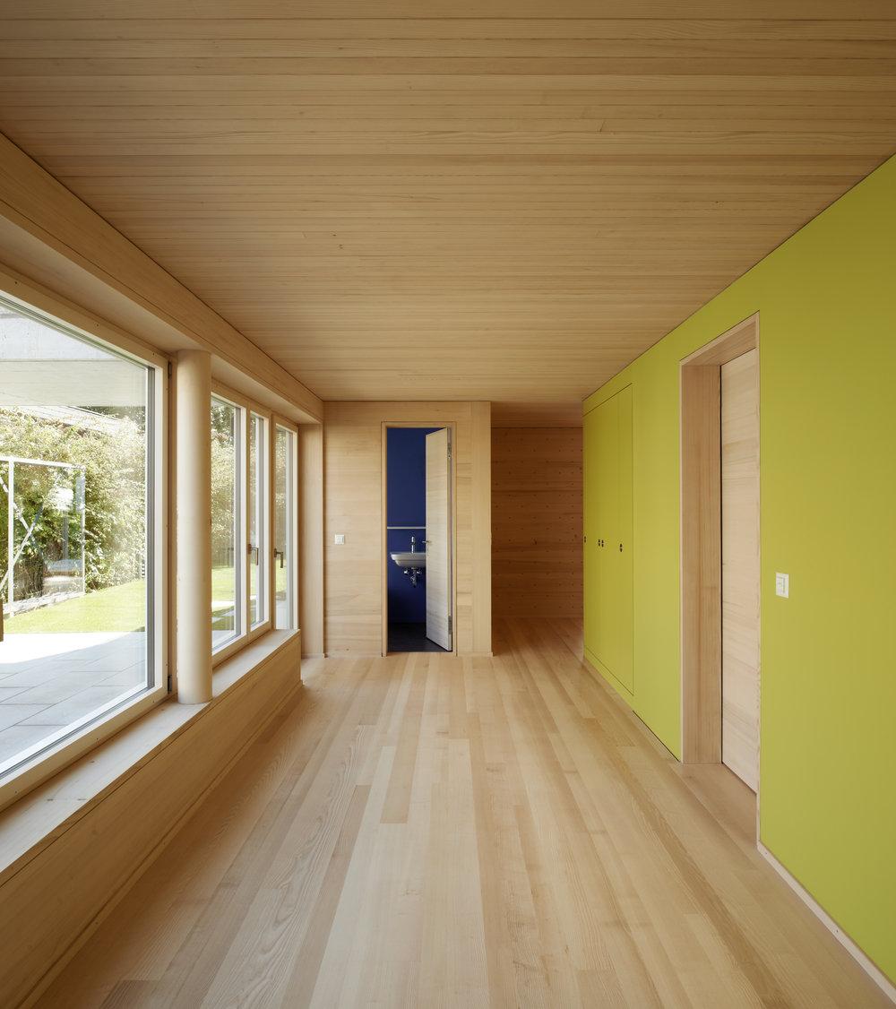 Huenenberg_08 Tür offen.jpg