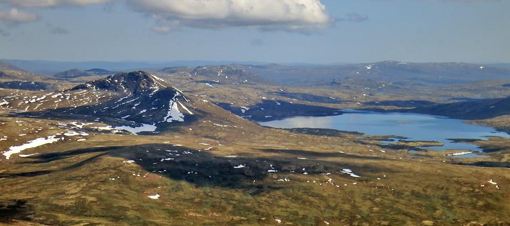 Flyfoto som viser Forollhogna og Forollsjøen, på grensa mellom Hedmark og Sør-Trøndelag. Foto: Arne Nyaas