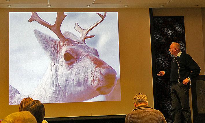 - Tenk dere godt om, alle sammen! Villreinen ser dere, var påminningen fra Erland Løkken, leder i Snøhetta villreinutvalg. Foto: Arne Nyaas