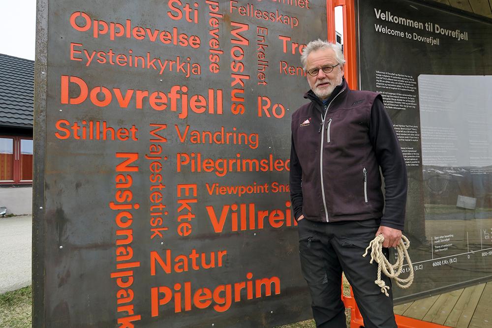 Jo Skorem, daglig leder ved Norsk Villreinsenter Nord, fikk fortjent ros for arbeidet han har gjort så langt.Han er pådriveren for det som skjer i regi av senteret på Hjerkinn. Foto: A. Nyaas