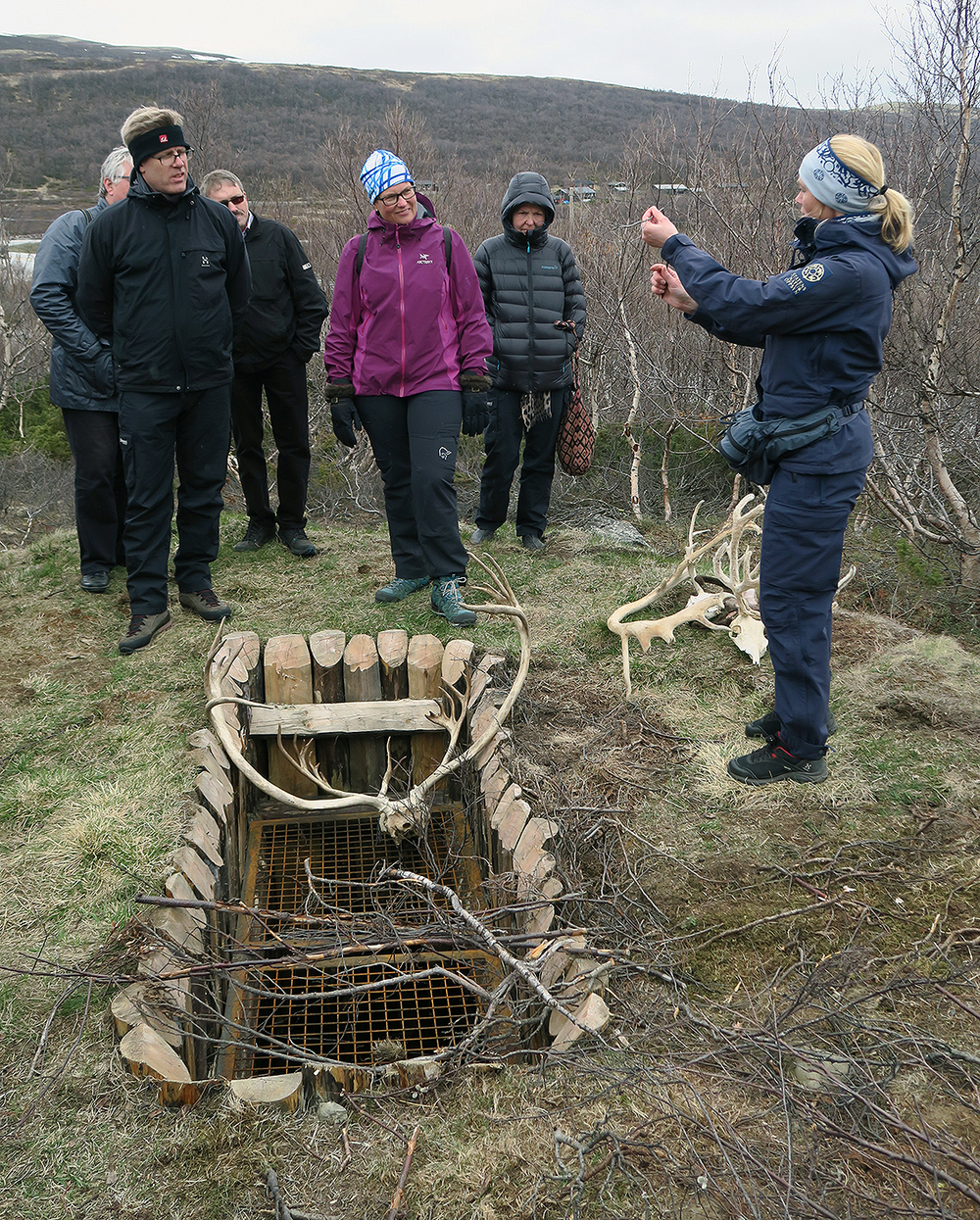 Naturveileder Heidi Ydse, SNO, kan kunsten å holde på tilhørerne. Foto: A. Nyaas
