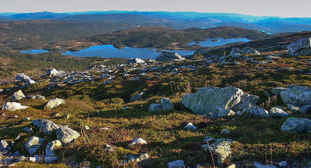 Frå Sigridsfjell mot Nordstulvatn, lengst sør på Blefjell. Foto: Kjell Bitustøyl