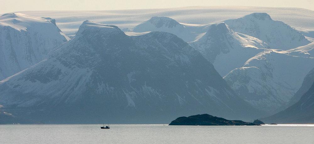 Nasjonalpark i Nordland Svartisen sett frå Hurtigruta. Foto: Kjell Bitustøyl