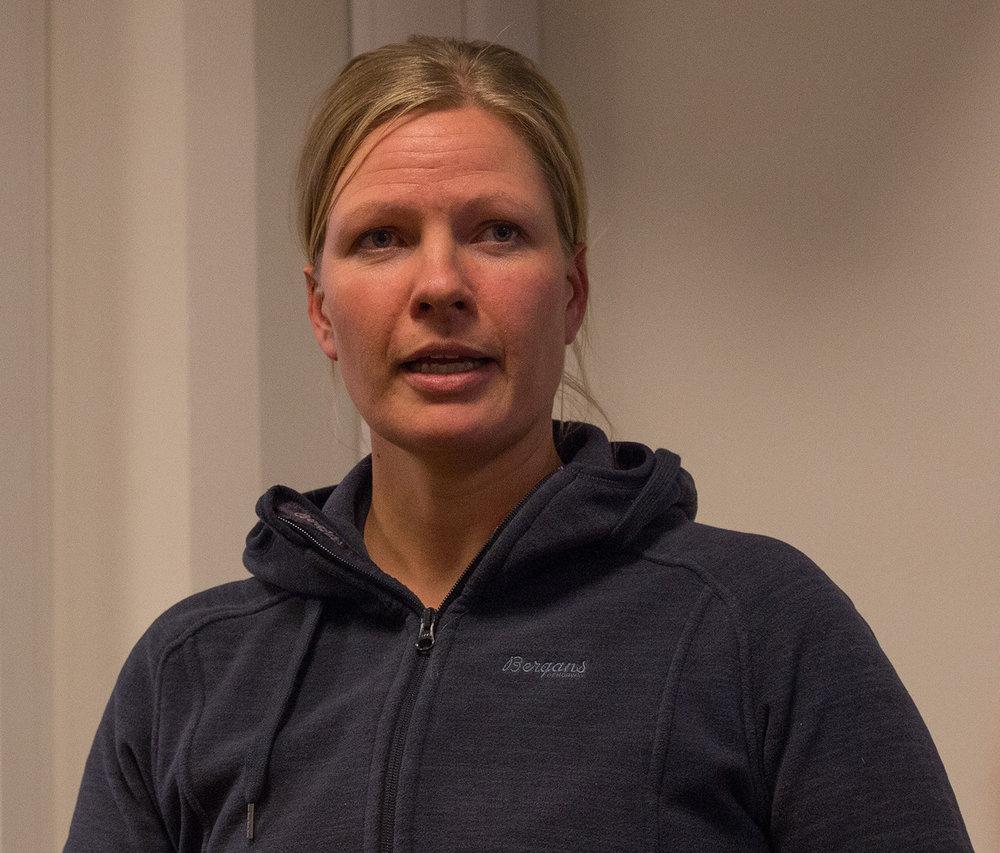 Lena Romtveit frå Norsk villreinsenter Sør. Foto: Kjell Bitustøyl