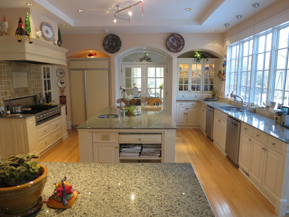 The cabinet knobs in this kitchen were chosen specifically because they are simply round.  DBZ IMAGES