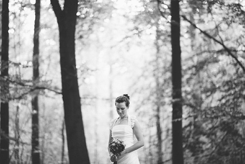 Brud i drömsk skog