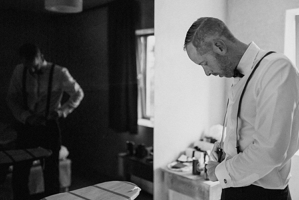 Groom getting ready Marten Pers Kalla, Osterlen