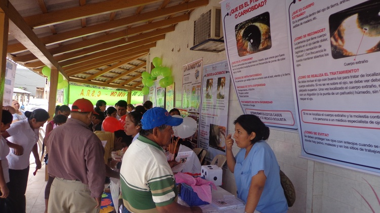 Patients waiting in line outside the Consejo Salud de Andino Rural for free exams and treatment.