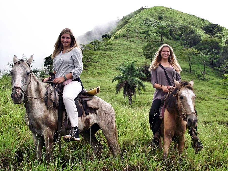 VALLEY ON HORSEBACK TOUR