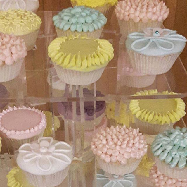 Birthday Cupcakes #cupcakes #pastel  #pastelcakes #pastelcupcakes #90thbirthday #pinkcupcakes #bluecupcakes #yellowcupcakes #peartreecakessolihull #peartreecakeco #shirleycakemaker #solihullcelebrationcakes #solihullbakers #celebrationcakes