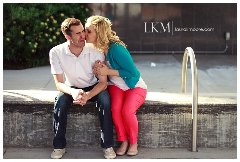 Downtown-Los-Angelas-Engagement-Session-Walt-Disney-Concert-Hall-Laura-K-Moore-Photography_0014