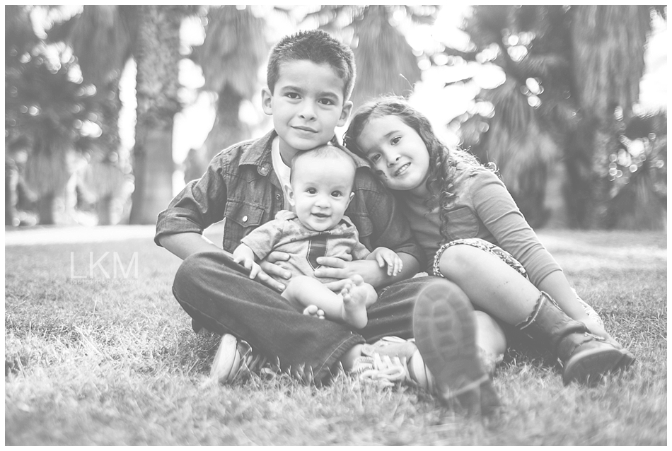 tucson-family-portraits-Matt-Kandice-Tiggas-Agua-Caliente_0005.jpg
