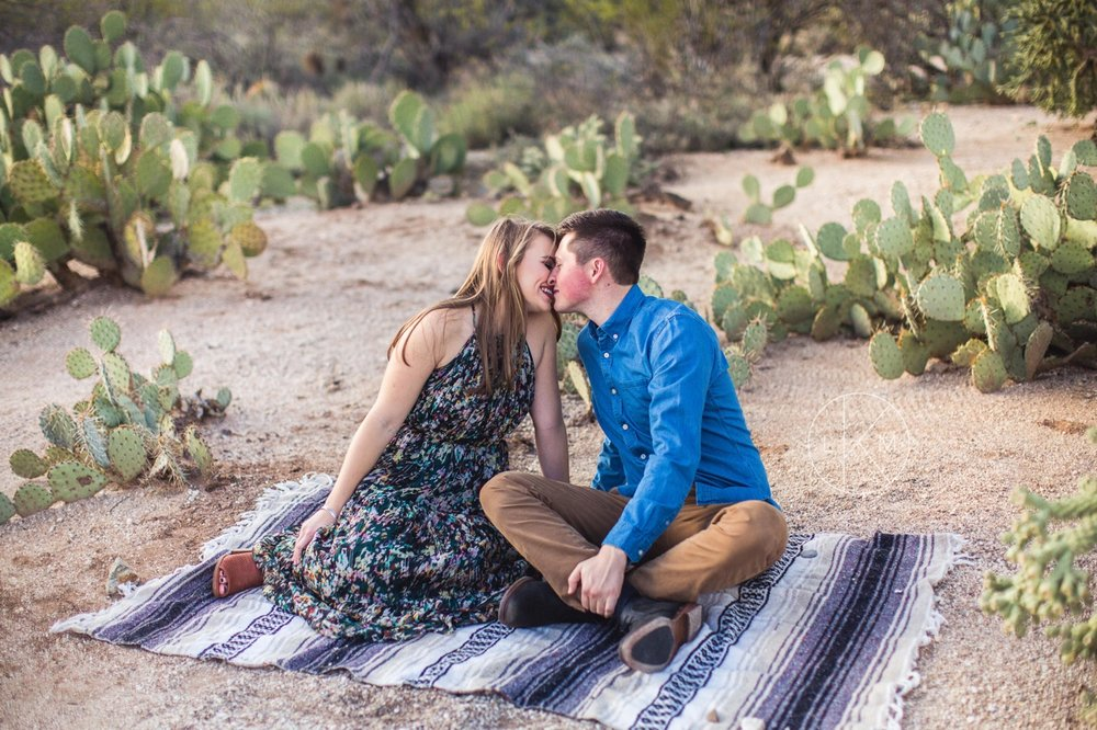 tucson-engagement-session-desert-picnic