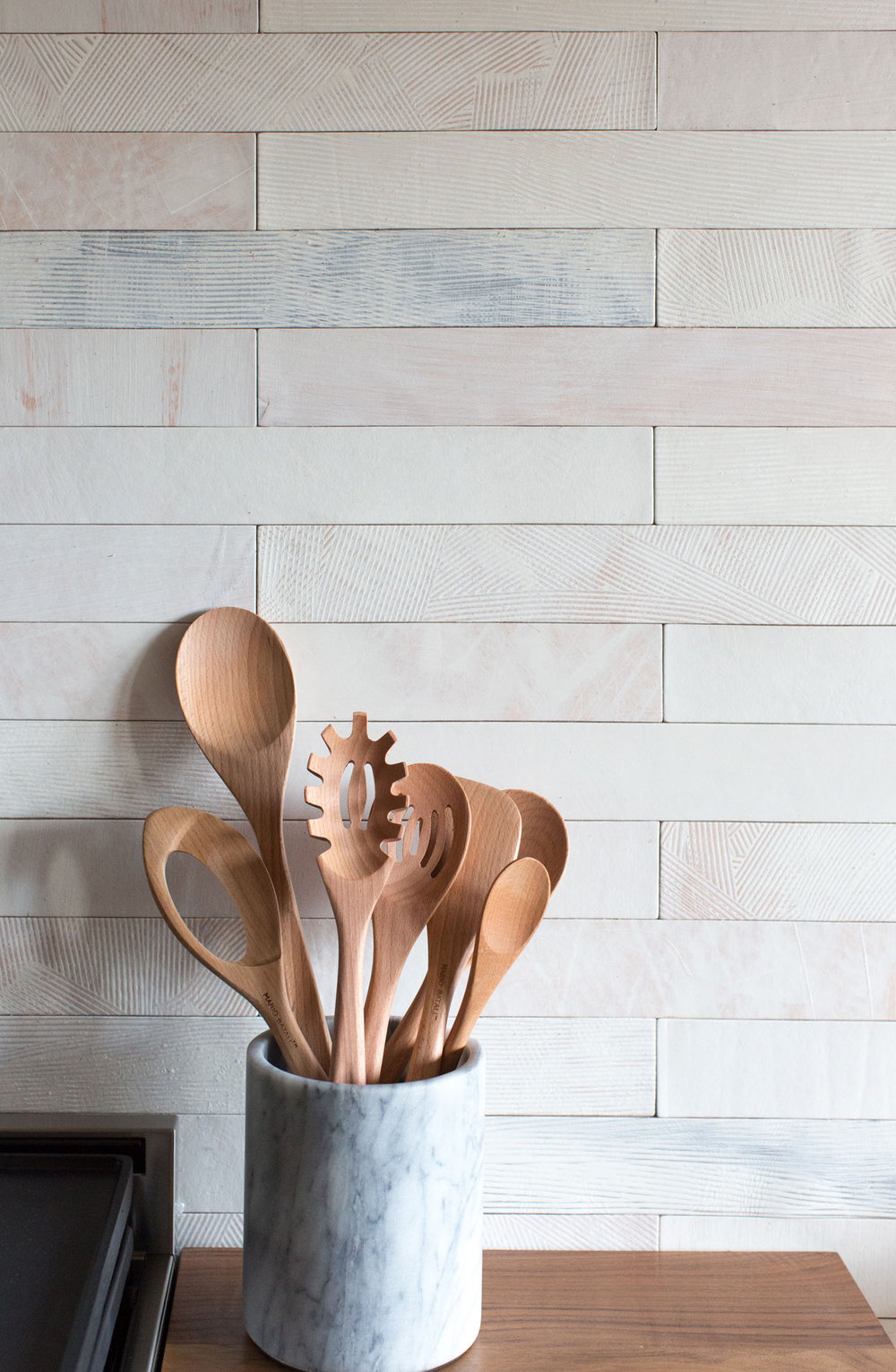 Item Wall Tiles | Pattern Salt Wash | Color White | Image from SDK Photo