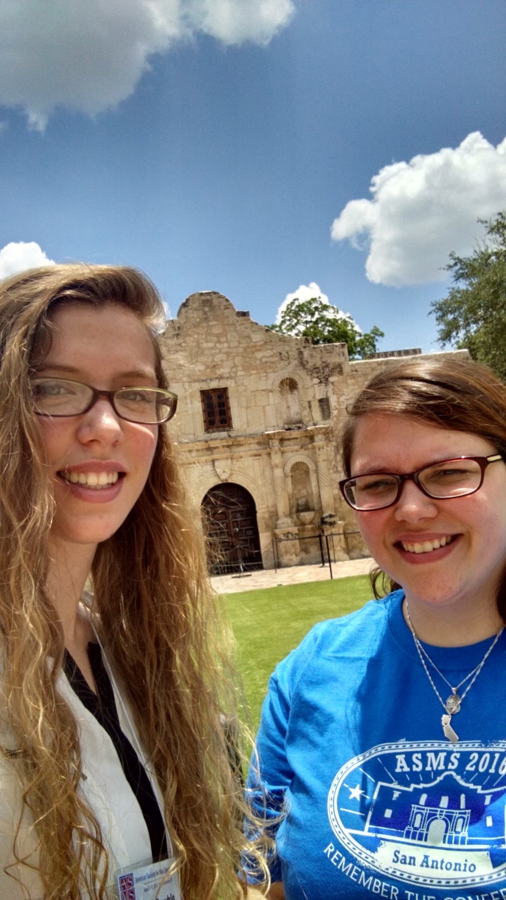 Kristen and Justine visit The Alamo.