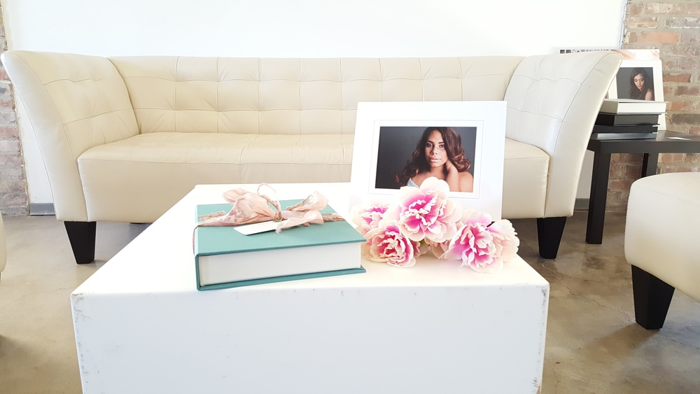 Reveal table with a Foliobox and matted print on a stand.