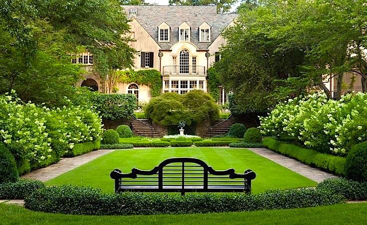 Garden manse hydrangeas luytens bench parterre.JPG