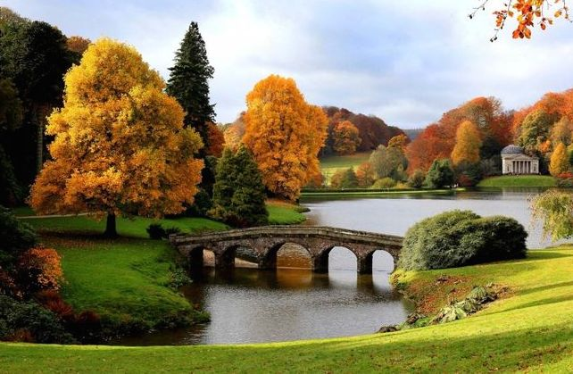 Garden Stourhead Autumn Lake.jpg