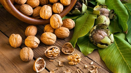Fruit_walnuts_bowl_opened.jpg