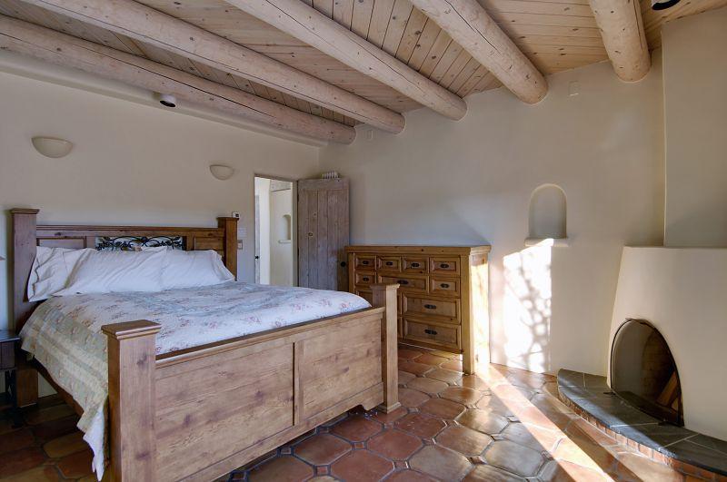 Guest Bedroom B4.jpg