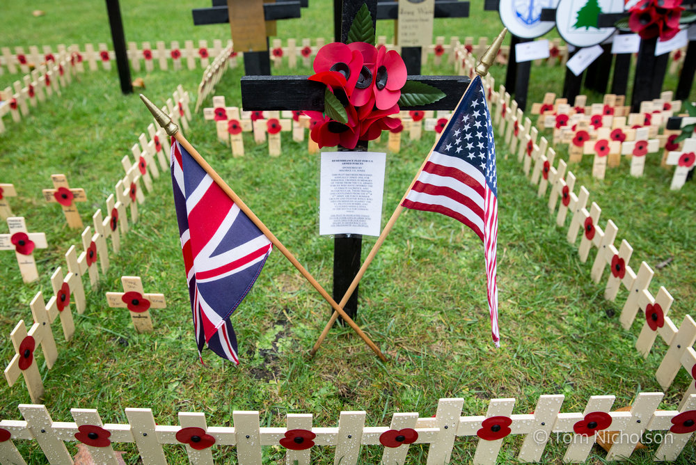 09/11/2016. London, UK. The Union Jack and American Flag are seen on a memorial to the Iraq War at The Royal British Legion Poppy Factory Field of Remembrance in Westminster Abbey, London.