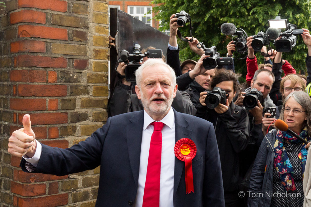 ©2017 Tom Nicholson. 08/06/2017. London, UK. Jeremy Corbyn is followed by media after voting in his constituency in North London.