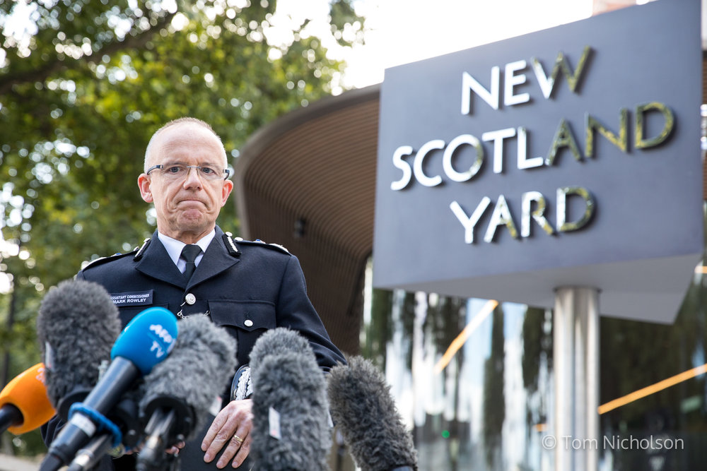 ©2017 Tom Nicholson. 15/09/2017. London, UK.  Assistant Commissioner Mark Rowley gives a statement outside New Scotland Yard regarding this morning's terror incident in Parsons Green underground station.