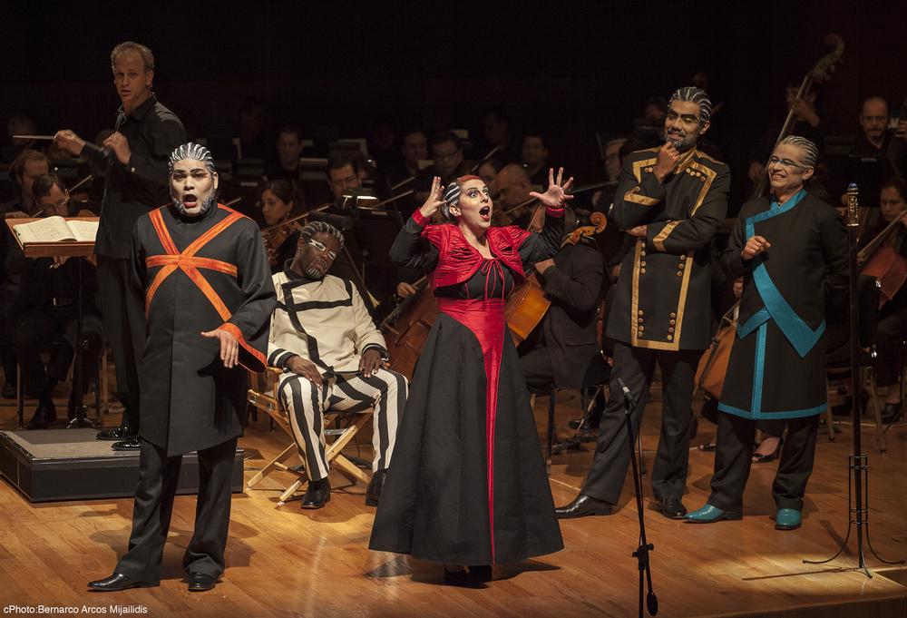 As Béatrice in Berlioz' Béatrice  et  Bénédict,  with Ernesto Ramirez.  Orquesta Sinfonica de Minería  (Prieto),Mexico City photo: Bernarco Arcos Mijailidis