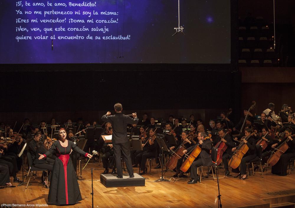 As Béatrice in Berlioz' Béatrice  et  Bénédict,   Orquesta Sinfonica de Minería  (Prieto),Mexico City photo: Bernarco Arcos Mijailidis