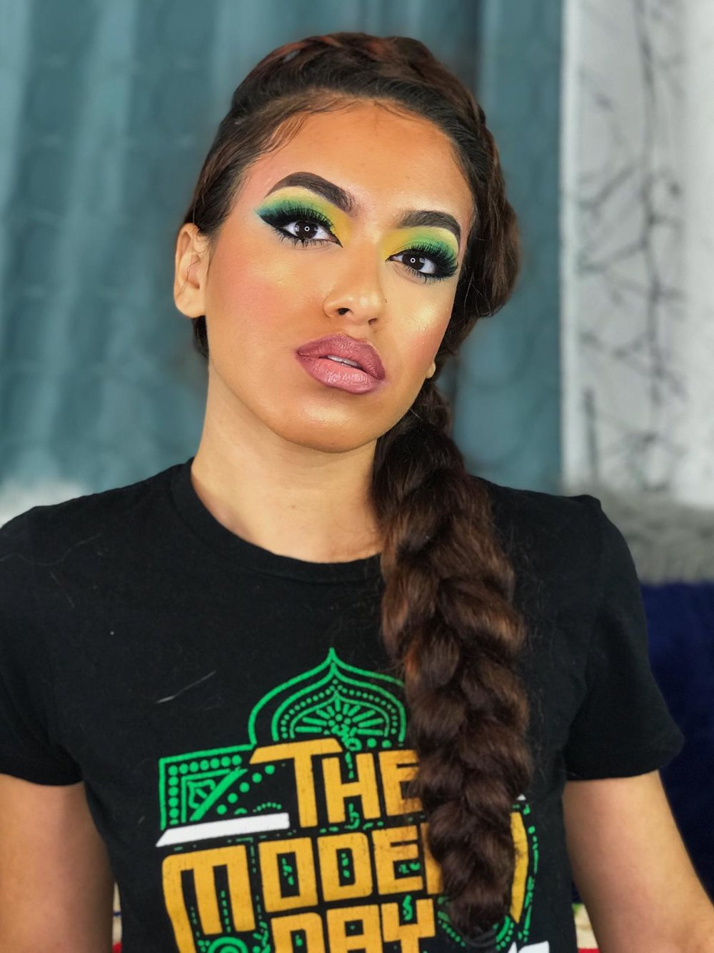 She is a Wrestlebae for sure, she took this WWEShop tee and made a flawless eye look