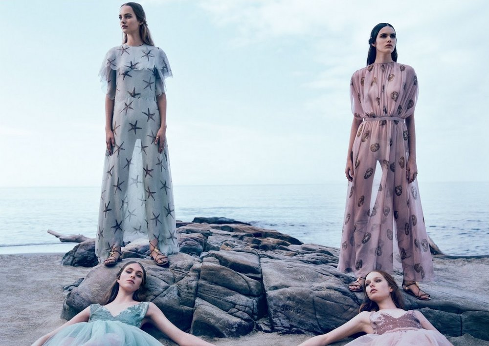 Vanessa-Hedvig-Maartje-Grace-And-Clementine-By-Michal-Pudelka-For-Valentino-Spring-Summer-2015-8.jpg