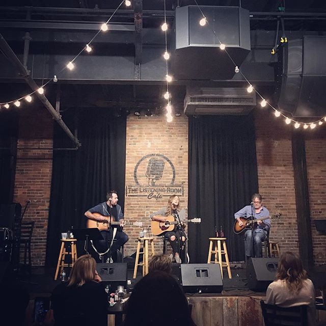 second night in nashville - saw a songwriter's night so good that i forgot about the election for an hour and a half. @philbarton222 @carlypearce @brucewallacemusic @listeningroomcafe