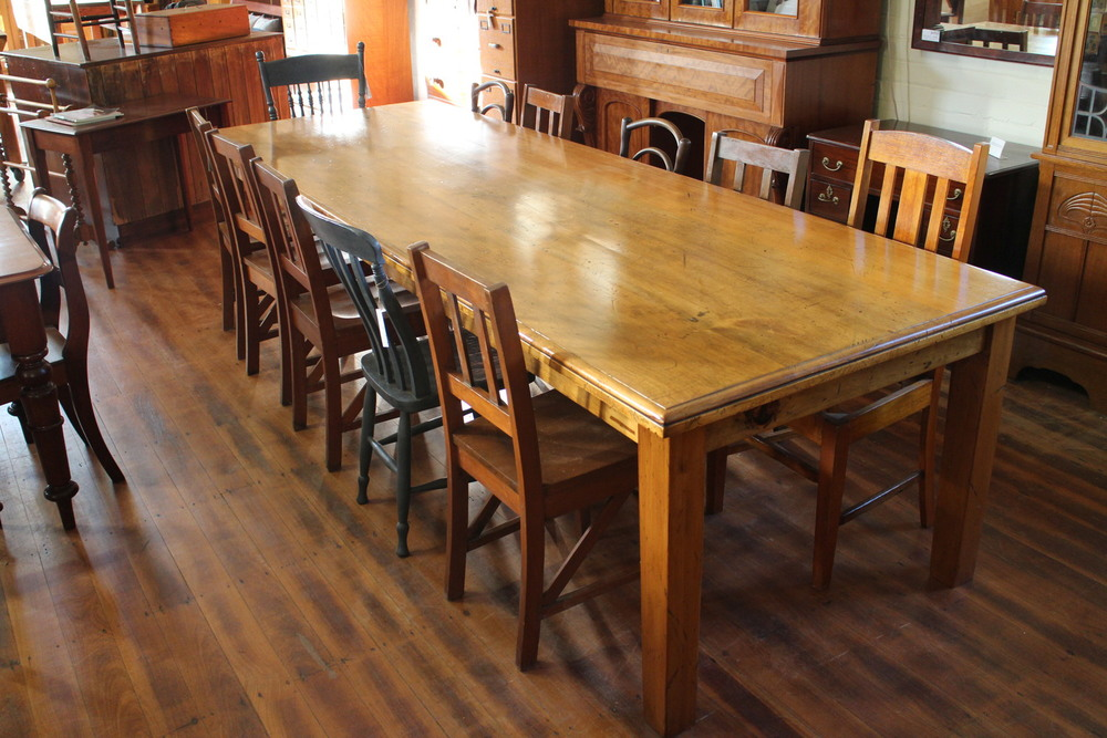 large pine dining table 004.jpg