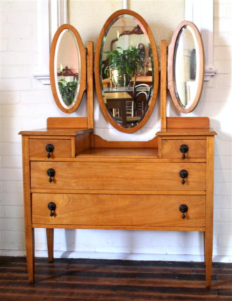 Maple Dressing Table.jpg.jpg