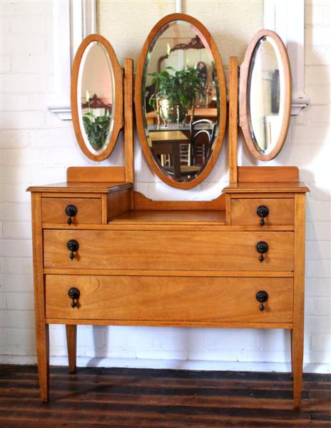 Maple Dressing Table.jpg.jpg