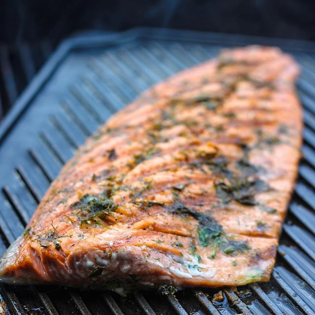 H O W T O - Grill a whole salmon fillet. I have heard from many people that they love fish, but they never know how to cook it. Cooking new foods can be discouraging because of the unknown,  but fish is one of the easiest things to cook because there are so many ways you can prepare it. . Here is my hands off #gameday grilled salmon that takes only a few minutes on the grill! This flank of salmon is such a crowd pleaser and the presentation is something your guest will talk about! Serve it whole on a board with a knife so each guest can cut the portion to their liking. . Heat the grill on medium-high, if using coals you can do this by shifting the coals to one side and place the fish on the opposite side. On the grill pan (I prefer this one from @lodgecastiron ) rub it down with 1 tablespoon of coconut oil and place the 3-4 pound, skin-on salmon fillet on the hot pan, skin side down for 10 minutes. Make sure the pan is hot before placing on the grill! As soon as the fish is on, season it with herbs, rub, sauce, etc. of your choosing. You can watch the fillet cook up the side. Once the fish is 1/2 to 3/4 of the way cooked flip it using a large spatula and/or tongs. Let the fish cook for 8 more minutes then test to see if it's done. You can do this either by inserting a knife and holding it there for a few seconds (10-15 or so) then pull it out, if the knife is still cold the fish is not done in the middle. Another way to to check is flake the fish with a fork; if it's gummy and wet then it's undercooked. If the fish takes longer than expected and burning is a concern, tent it with foil loosely, this creates a confection oven which will start to circulate heat around the fish, speeding up the cooking process in a gentle, less direct way.  T I P S! ✔️ Heat the pan before placing the fish ✔️ Skin side down first ✔️ Don't over handle the fish ✔️ Knife method for checking doneness ✔️ Fork flaking method for doneness ✔️ Tent with foil if the fish needs to be cooked longer and burning is a concern. .  #empoweredbynutrition #ntp #superbowl #paleo #nfl #pescatarian #spoonfeed #eeeeeats #todayfood #foodgawker #tastespotting #buzzfeed #whole30 #thefeedfeed