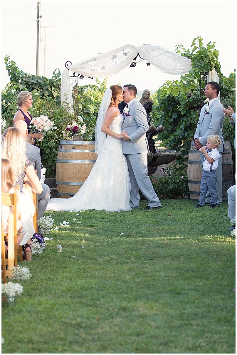 150816_blog_sacramento_wedding_photographer_danielle_alysse_photography_scribner_bend_vineyard_montgomery_023.jpg