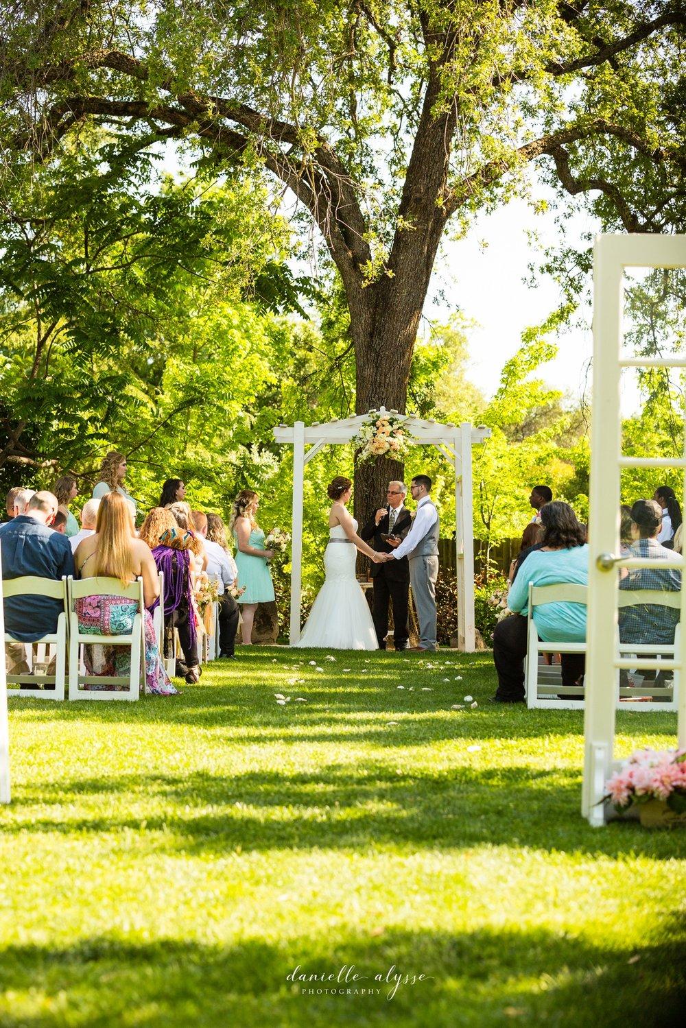 170507_blog_megan_david_wedding_loomis_flower_farm_inn_danielle_alysse_photography_sacramento_photographer0172_WEB.jpg