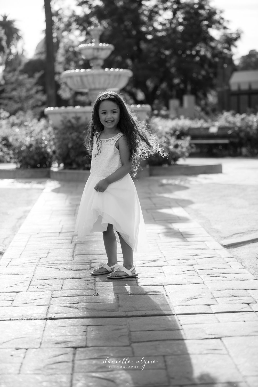 180604_family_portrait_eresvey_state_capitol_park_california_danielle_alysse_photography_blog_4_WEB.jpg