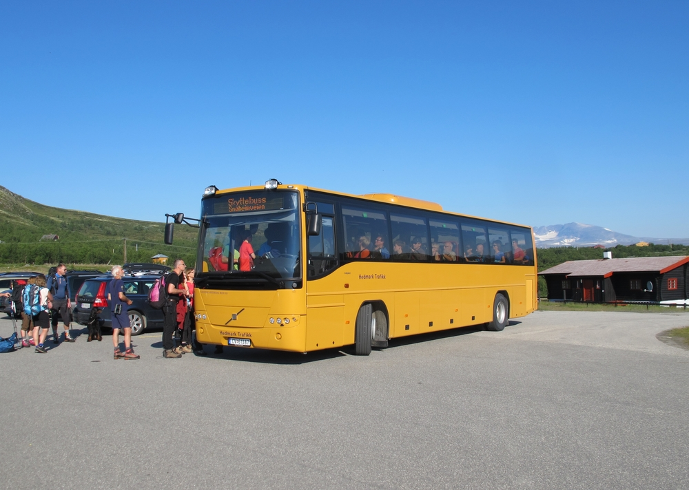 Snøheimbussen ved Norsk villreinsenter på Hjerkinn. (Foto: NVS)