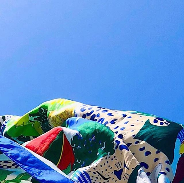 Sea, Silk & Sun 💙  @feliaeofficial  #silksquare #silk #silkscarves #fashion #accessories #eshop #brussels #luxury #luxuryaccessories #feliae #sophiecarreepr