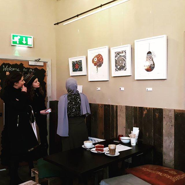 Artist Elhaam @elhxxm talking about her work @applecartartscafe See her drawings until 31Jan2018.  #artexhibition #Newham