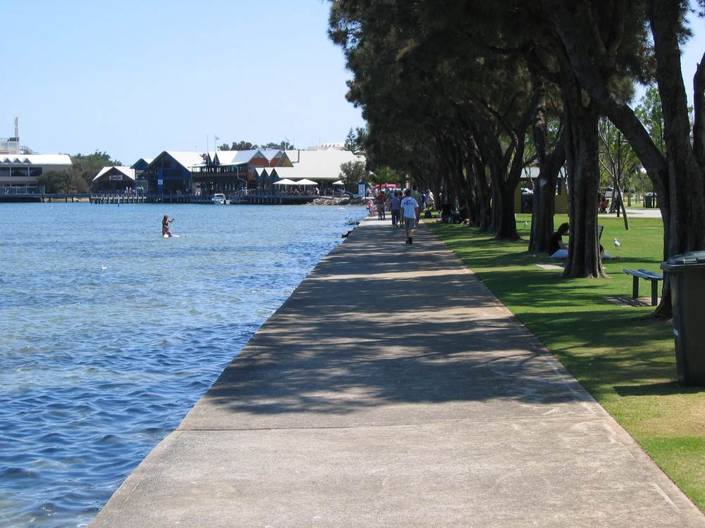PHOTO: Orderinchaos https://commons.wikimedia.org/wiki/File:OIC_mandurah_foreshore_1.jpg