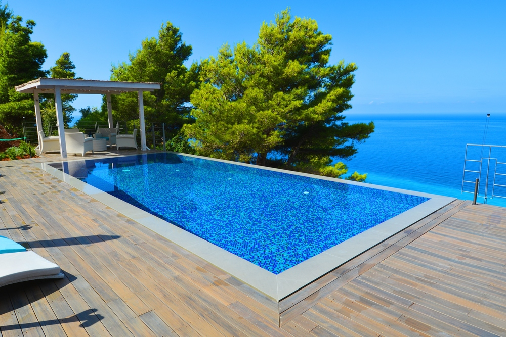 Outdoor Deck (102  m²  ) and an Iinfinity swimming pool (10x4.5m)
