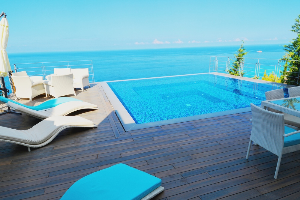 Outdoor Deck (54  m²  ) and an Iinfinity swimming pool (6x6m)