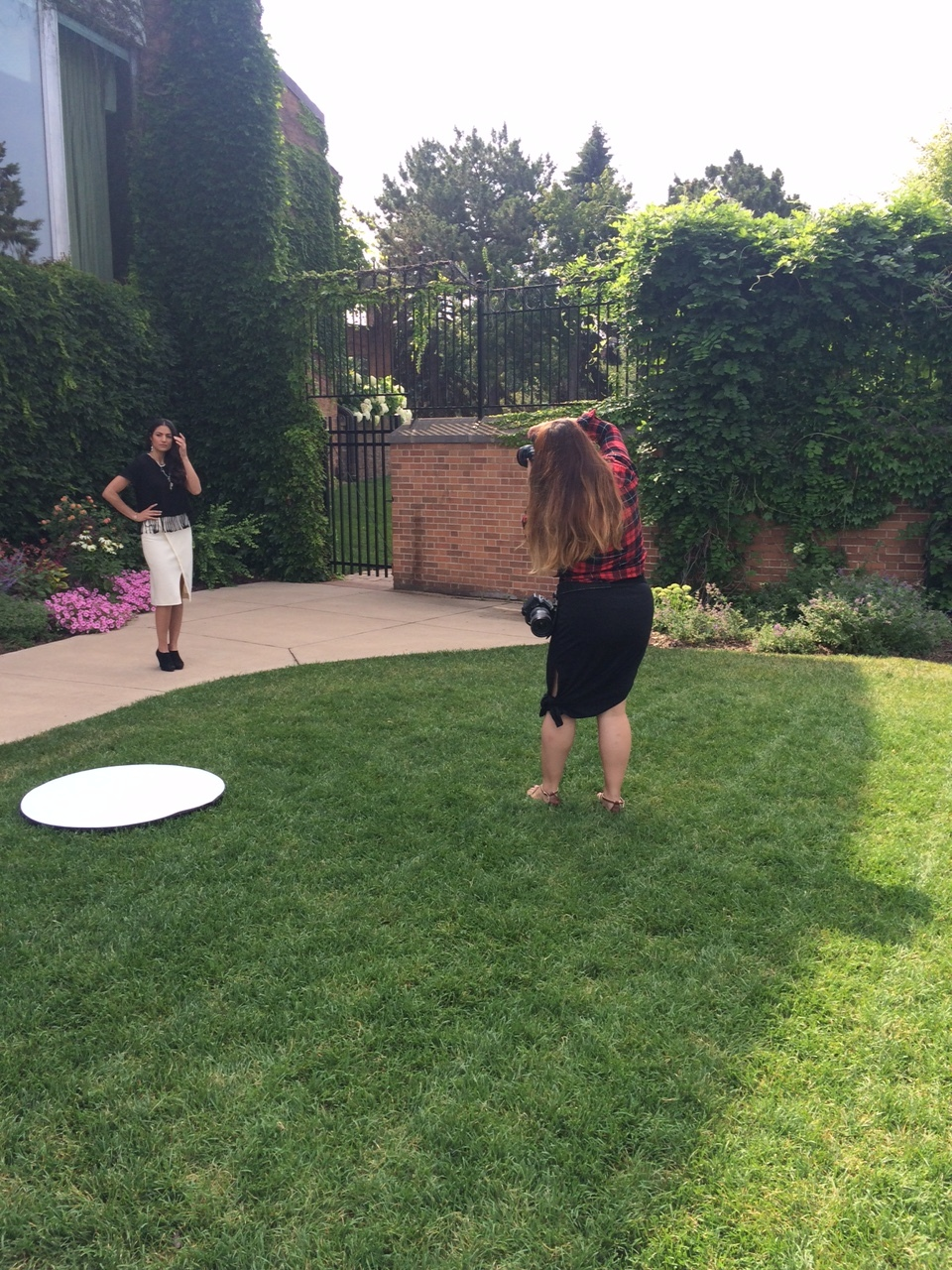 Photographer Amy Nguyen taking her 1st shots of Nasreen in the front gardens of Town & Country Club