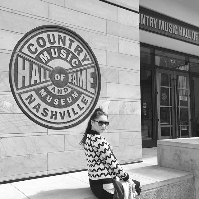 Love you long time #nashvilletn  #nashville #countrymusichalloffame #countrygirlsarethebestgirls
